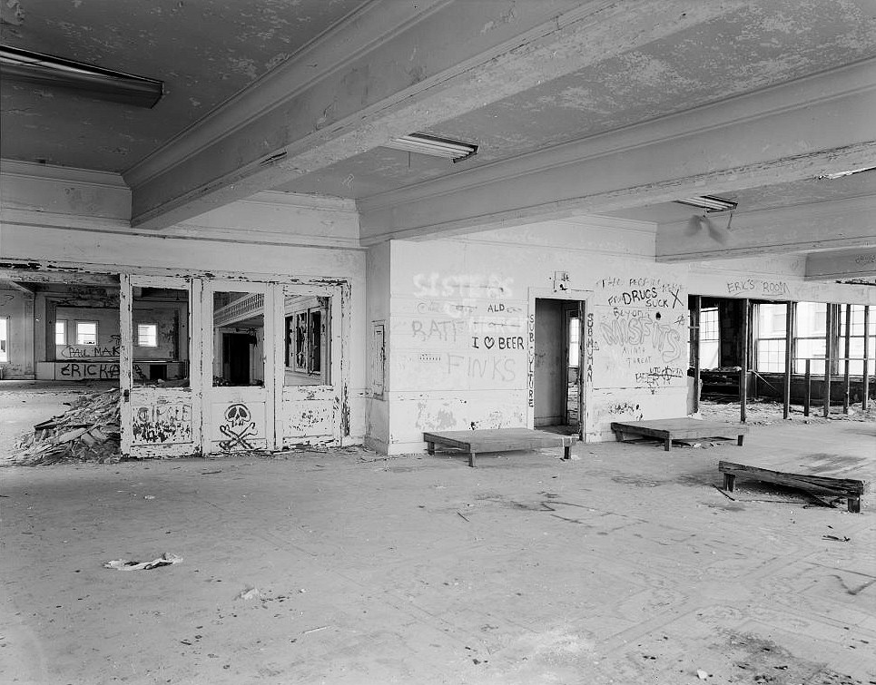 Interior pictures 2 tuller hotel detroit michigan for 13th floor in hotels history