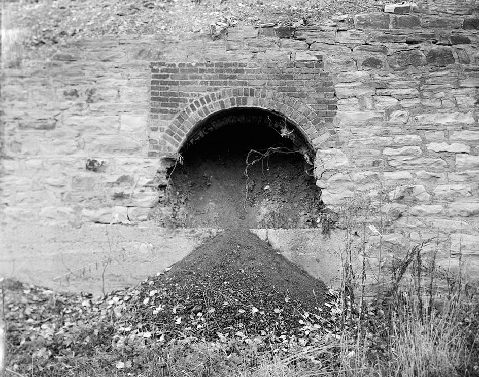 VIEW OF A SINGLE BEEHIVE COKE OVEN THE USE BRICK AND STONE TO FACE WAS TYPICAL CONSTRUCTION TECHNIQUE